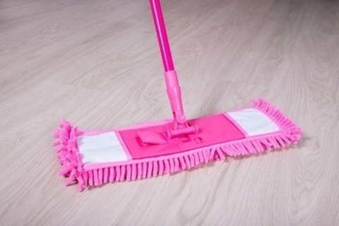 It's Time to Ditch Your Old Mop for a Microfiber Mop and Here's Why.